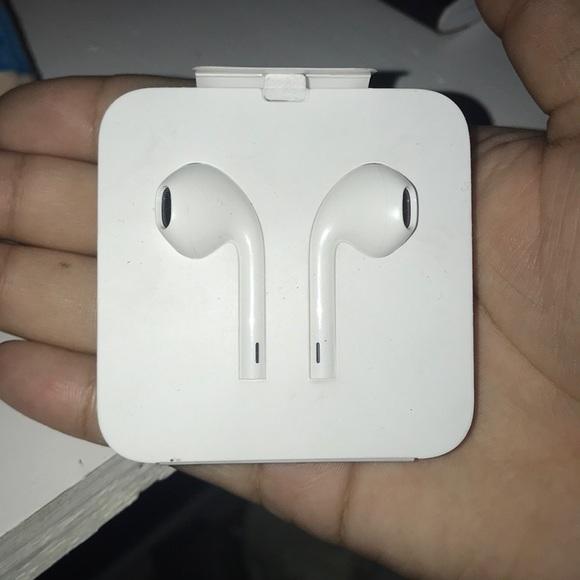 Apple Other - Apple Earpods